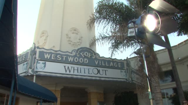 vidéos et rushes de atmosphere at the 'whiteout' premiere at westwood, los angeles ca. - westwood