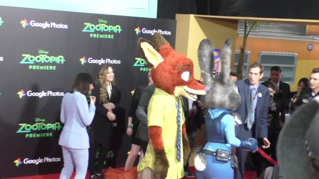 vidéos et rushes de atmosphere at the zootopia premiere at el capitan theatre in hollywood at celebrity sightings in los angeles on february 17 2016 in los angeles... - cinéma el capitan