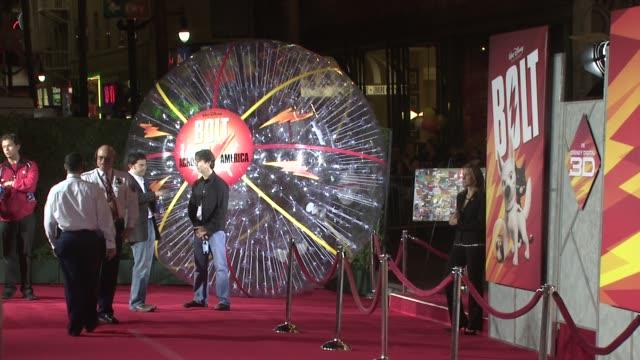 vídeos de stock, filmes e b-roll de atmosphere 'bolt' world premiere @ the el capitan at the 'bolt' world premiere at los angeles ca - bolt