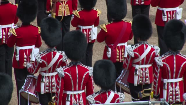 vidéos et rushes de atmosphere drummers at horse guards parade on june 09 2018 in london england - monarchie anglaise