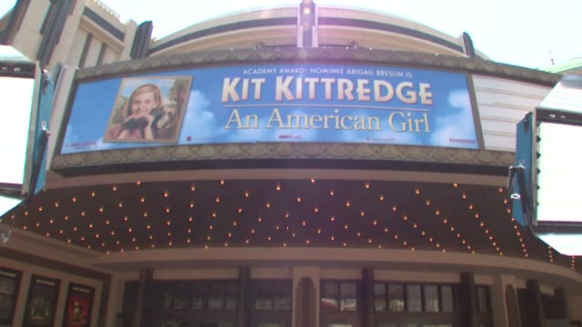 atmosphere - kit kittredge: an american girl' premiere @ the grove movie marque at the kit kittredge: an american girl' premiere at los angeles ca. - the grove los angeles stock-videos und b-roll-filmmaterial