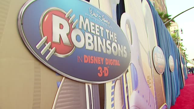 meet the robinsons at the 'meet the robinsons' premiere at the el capitan theatre in hollywood, california on march 25, 2007. - el capitan kino stock-videos und b-roll-filmmaterial
