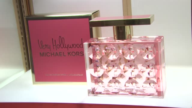 michael kors 'very hollywood' at the michael kors debra messing bring hollywood to macy's herald square at new york ny - debra messing stock videos and b-roll footage