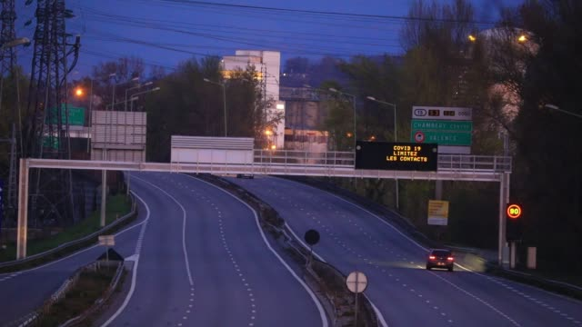 atmosphere on an urban expressway during the period of confinement due to the fight against the spread of coronavirus covid19 on april 4 2020 in... - main road stock videos & royalty-free footage