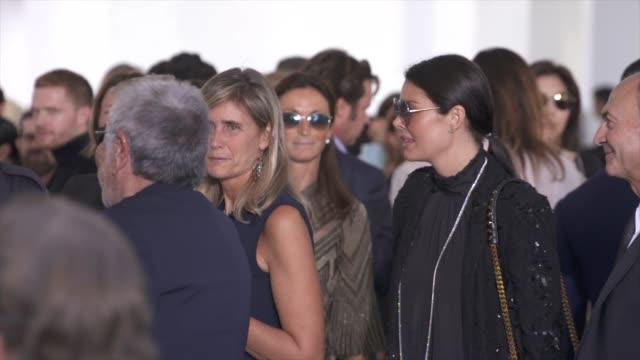 atmosphere shots from roberto cavalli show spring summer 2018 - ロベルト・カヴァリ点の映像素材/bロール