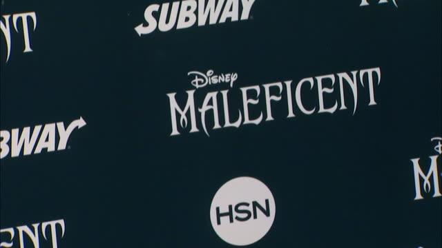 "atmosphere - signage - disney's ""maleficent"" world premiere at the el capitan theatre on may 28, 2014 in hollywood, california. - エルキャピタン劇場点の映像素材/bロール"