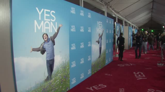 atmosphere 'yes man' premiere @ mann village at the 'yes man' premiere at los angeles ca - regency village theater stock videos & royalty-free footage