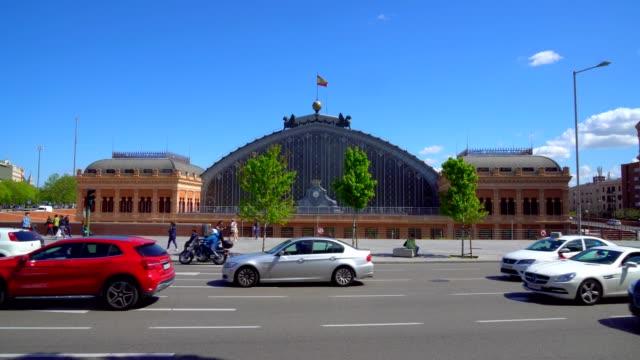 vídeos y material grabado en eventos de stock de estación de ferrocarril de atocha - madrid - tráfico