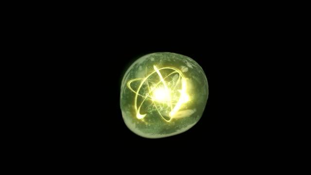 vídeos de stock, filmes e b-roll de energia atómica no conceito de esfera - biologia