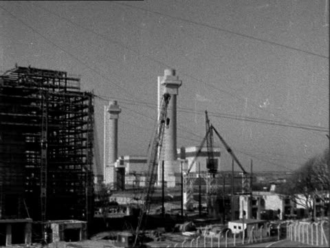 stockvideo's en b-roll-footage met accident at windscale plutonium factory lib england cumberland windscale ext long shots windscale nuclear power station / tx 111057 / 1045pm - plutonium