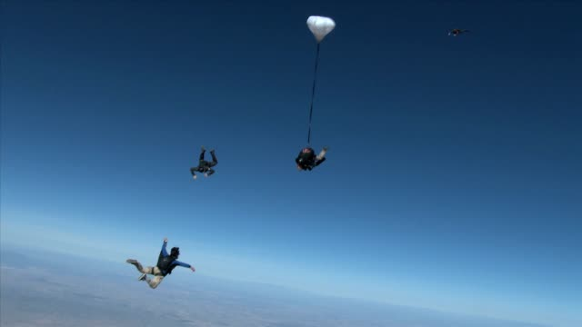 / attached to a partner former us representative gabrielle giffords jumps out of a plane in a tandem skydive / she is accompanied by 5 other skydivers - tandem stock videos & royalty-free footage