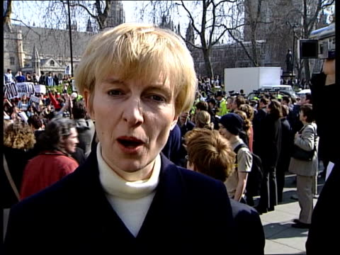 Attack on Iraq begins NAT special ITN ENGLAND London Westminster EXT CMS Bus halted by antiwar demonstration PULL OUT protestors mainly students and...