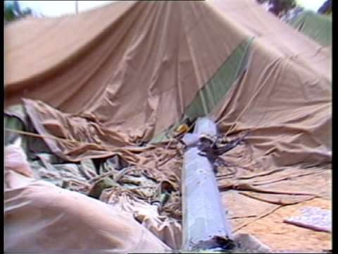 vídeos de stock, filmes e b-roll de tripoli gaddafi hq exterior of wrecked hq pull out as heaps of debris lying on ground two men standing in f/g in bv tcms debris pull out as collapsed... - líbia