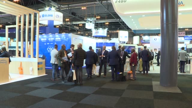 vidéos et rushes de attendants during world atm congress, the world's largest international air traffic management exhibition and conference attracting over 8,500 people... - press conference