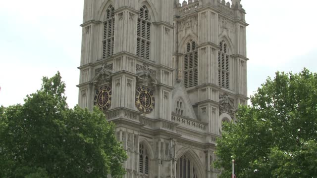 stockvideo's en b-roll-footage met attendees arrive for a memorial service for stephen hawking at westminster abbey in london which will see his ashes interred near those of sir isaac... - westminster abbey