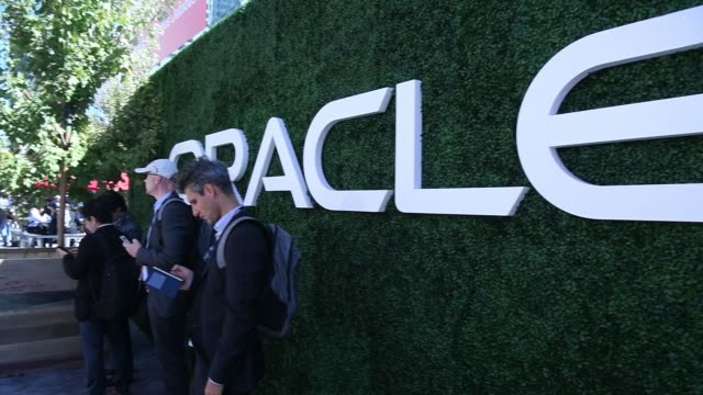attendees lounge around ithe outdoor area at oracle openworld 2017 conference in san francisco california us on monday oct 2 2017 photographer david... - oracle corporation stock-videos und b-roll-filmmaterial