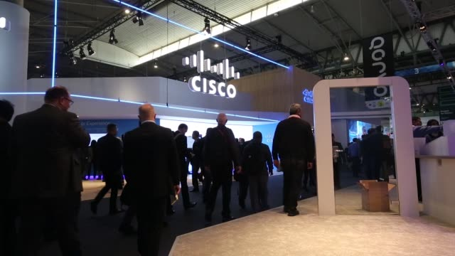 attendees on the opening day of the mobile world congress in barcelona spain on monday feb 27 2017 - 記者会見点の映像素材/bロール