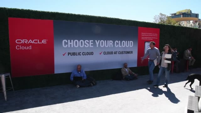 attendees pass by oracle cloud advertisement at oracle openworld 2017 conference in san francisco california us on monday oct 2 2017 photographer... - oracle corporation stock-videos und b-roll-filmmaterial