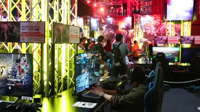 attendees play pc games during the tokyo game show 2018 on september 21, 2018 in chiba, japan. - television game show stock-videos und b-roll-filmmaterial