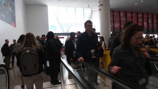 attendees ride escalators at the oracle openworld 2017 conference in san francisco california us on monday oct 2 2017 photographer david paul morris... - oracle corporation stock-videos und b-roll-filmmaterial