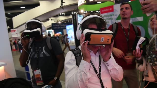 attendees try out infosys vr headsets at the oracle openworld 2017 conference in san francisco california us on monday oct 2 2017 photographer david... - oracle corporation stock-videos und b-roll-filmmaterial