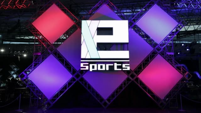 attendees walk past signage for e-sports at the tokyo game show 2017 at makuhari messe in chiba, japan, on friday, sept. 22 attendees play the... - game show stock videos & royalty-free footage