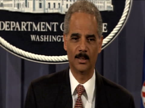 stockvideo's en b-roll-footage met us attorney general eric holder comments on release of convicted lockerbie bomber almegrahi at white house press conference washington dc 20 august... - procureur generaal