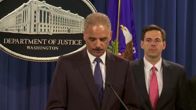 us attorney general eric holder formally announces charges against 5 members of the chinese military for hacking cybersecurity and other computer... - generalstaatsanwalt stock-videos und b-roll-filmmaterial