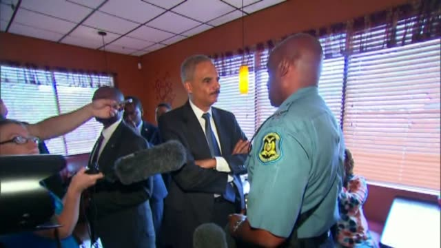 s attorney general eric holder spoke with missouri highway patrol capt ron johnson after the murder of michael brown sparked riots in aug 20 2014 in... - generalstaatsanwalt stock-videos und b-roll-filmmaterial