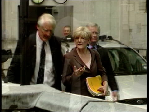 stockvideo's en b-roll-footage met attorney general legality row continues investigation announced date unknown ext gv lord butler walking along with others lord butler speech sot it... - huishoudelijke dienstverlening
