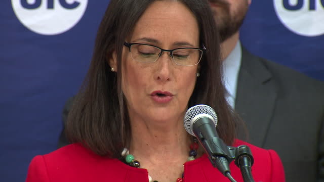 wgn attorney general lisa madigan was joined by education consumer and social service advocates on oct 23 at the university of illinois at chicago to... - generalstaatsanwalt stock-videos und b-roll-filmmaterial