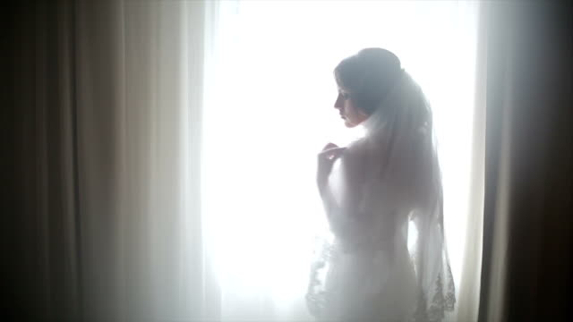 attractive bride posing in her wedding dress - fidanzata video stock e b–roll