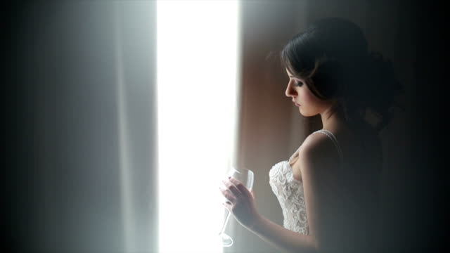 vídeos y material grabado en eventos de stock de atractiva novia posando con una copa de vino en el vestido de novia - lencería