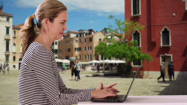 attractive caucasian woman browsing on the internet using computer - weibliche angestellte stock-videos und b-roll-filmmaterial