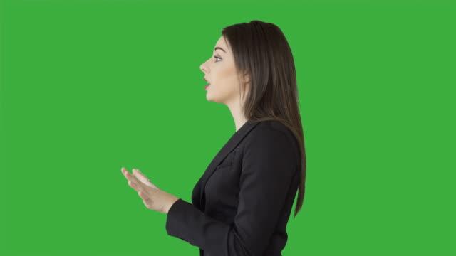 vidéos et rushes de attractive confident sales women talking about business isolated on green screen background - rouge à lèvres rouge