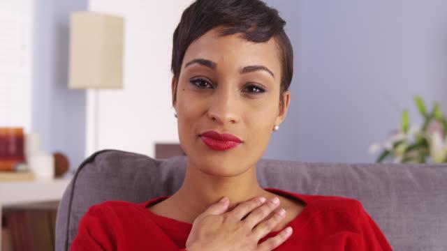 attractive woman patient talking and listening - framifrån bildbanksvideor och videomaterial från bakom kulisserna