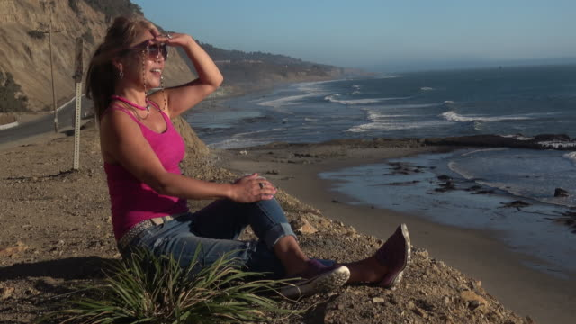 attractive woman tourist enjoying the view at california coast at sunset - pacific islanders stock videos & royalty-free footage