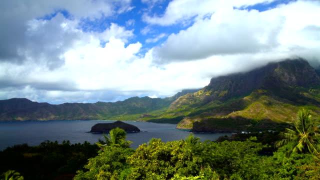 vídeos de stock e filmes b-roll de atuona hiva oa ocean bay lush vegetation marquesas - remote location