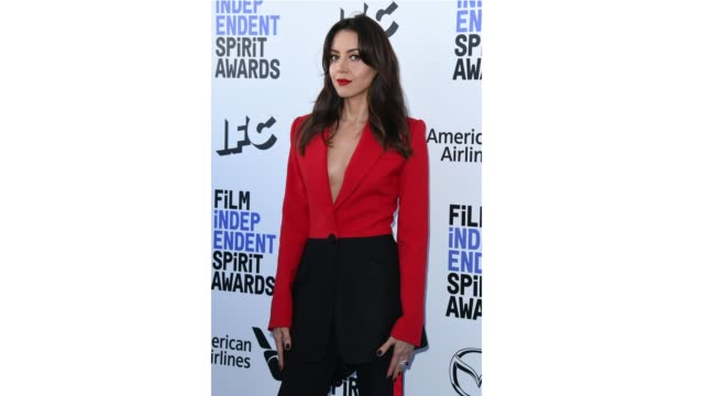 aubrey plaza attends the 2020 film independent spirit awards on february 08 2020 in santa monica california - film independent spirit awards stock videos & royalty-free footage