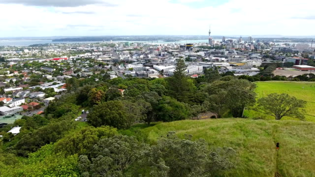 Auckland downtown, Sky Tower, Mount Eden