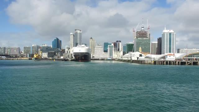 vídeos de stock, filmes e b-roll de auckland the city, the largest city of north island, new zealand. - ponto turístico internacional