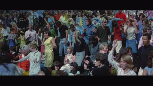 1967 ws zi pan audience dancing at tv show - fernsehserie stock-videos und b-roll-filmmaterial