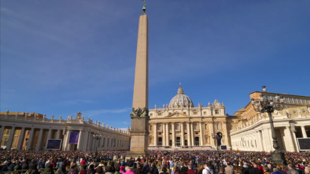 audience in st. peter's square, vatican city. rome, italy - state of the vatican city stock videos & royalty-free footage