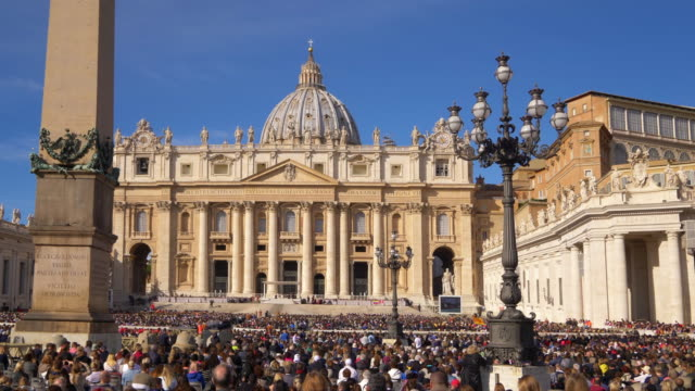 audience in st. peter's square, vatican city. rome, italy - obelisk stock-videos und b-roll-filmmaterial