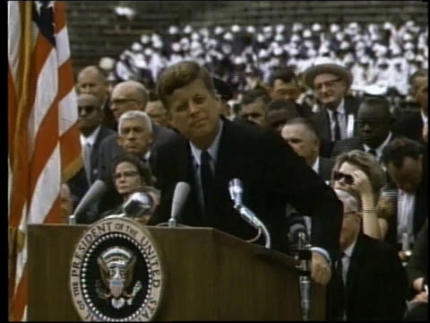 vídeos y material grabado en eventos de stock de montage audience listening and john f kennedy speaking at rice university / houston texas united states - 1962