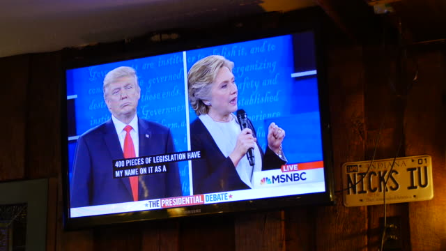 audience members at a debate watching party organized by the democratic party listen and react as hillary clinton and donald trump face off in their... - debatte stock-videos und b-roll-filmmaterial