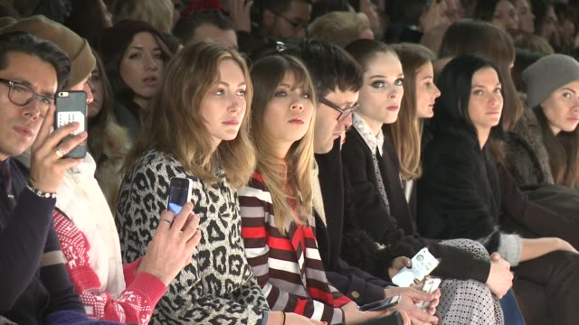 audience members take in the show at noor by noor fall 2015 mercedesbenz fashion week at the salon at lincoln center on february 14 2015 in new york... - modenschau stock-videos und b-roll-filmmaterial