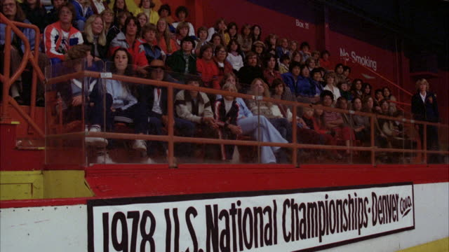 vídeos de stock e filmes b-roll de ms pan audience siting and starting clapping for applaud in 1978 united states national championship at denver colorado - 1978