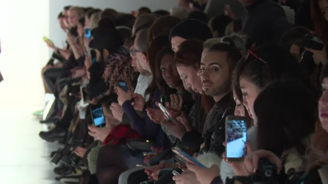 audience watch models walk the runway at erin fetherston february 2017 new york fashion week at skylight clarkson sq on february 09 2017 in new york... - modenschau stock-videos und b-roll-filmmaterial