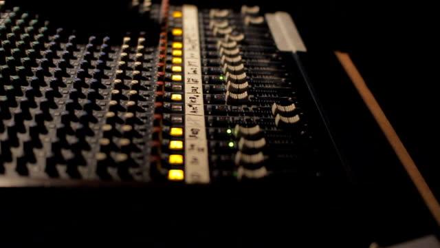 audio mixer control panel. - microfono video stock e b–roll